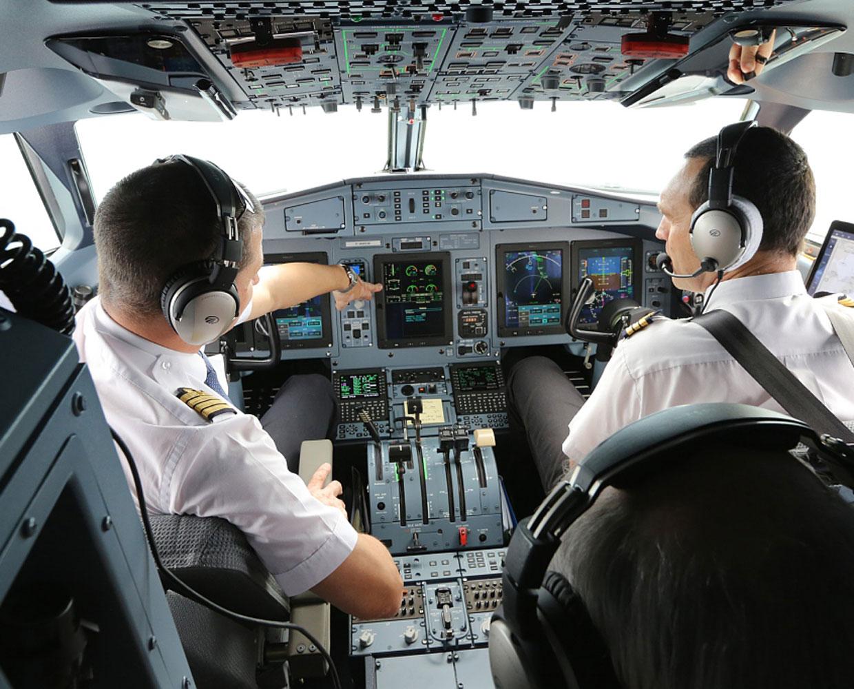 ATR - ENAC cockpit pilot